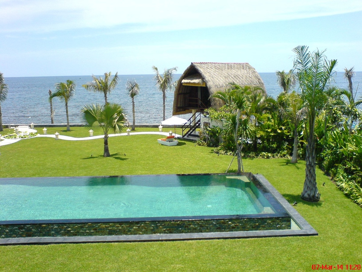 Wake up to the Sea of Bali!