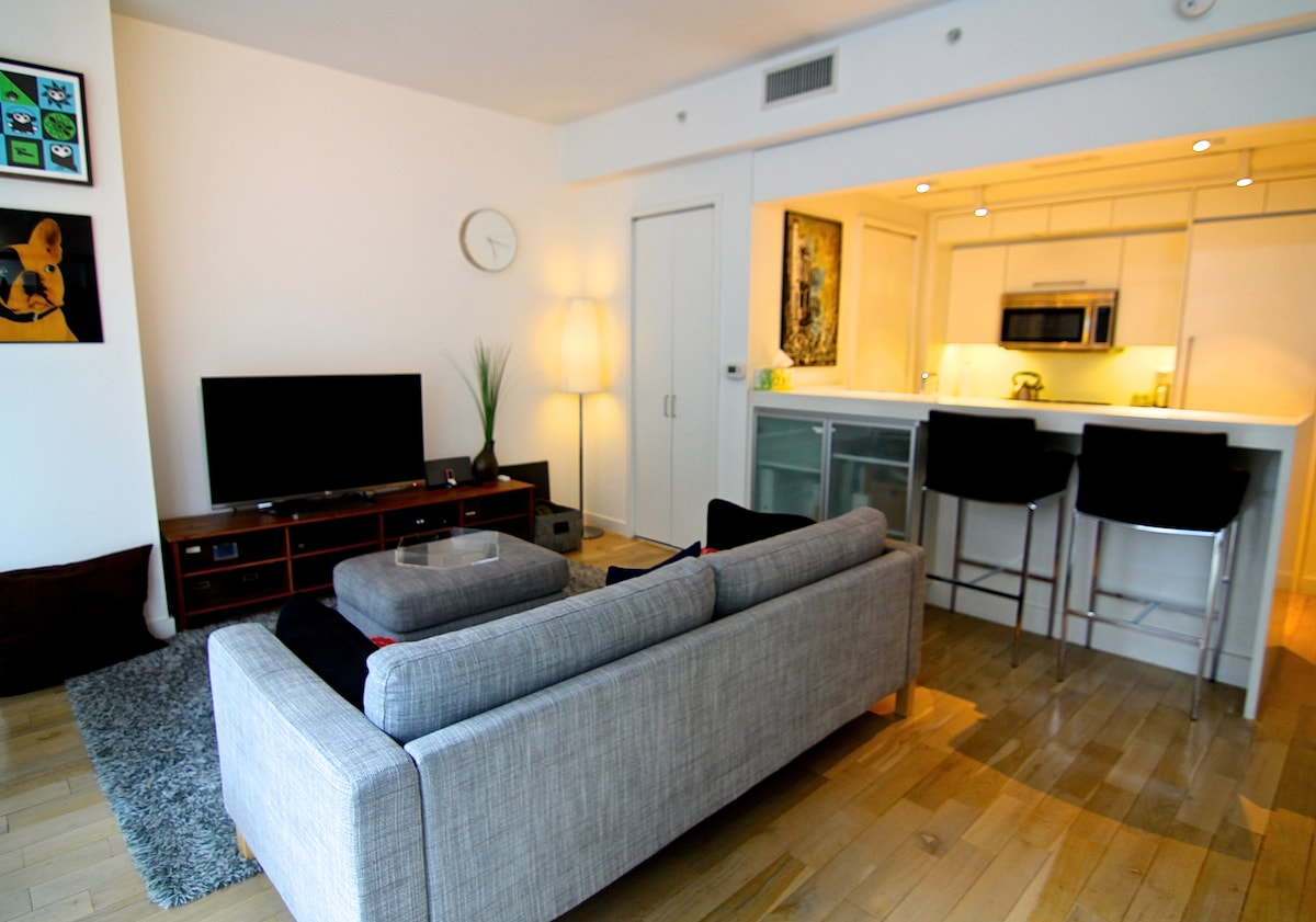 Luxury Studio Living in Tribeca!