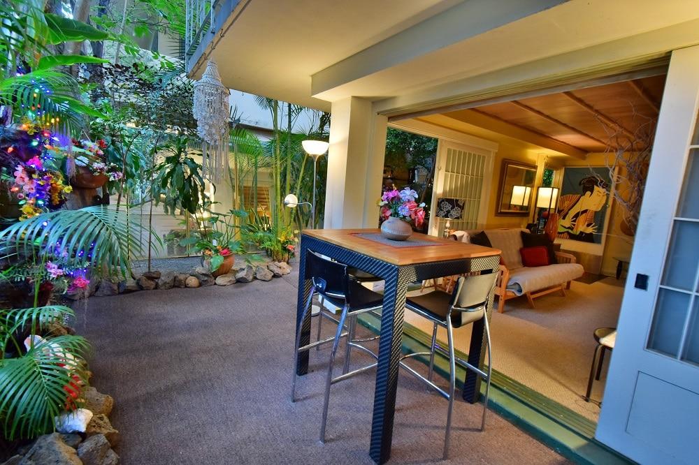 Beautiful Waikiki Garden Apt.