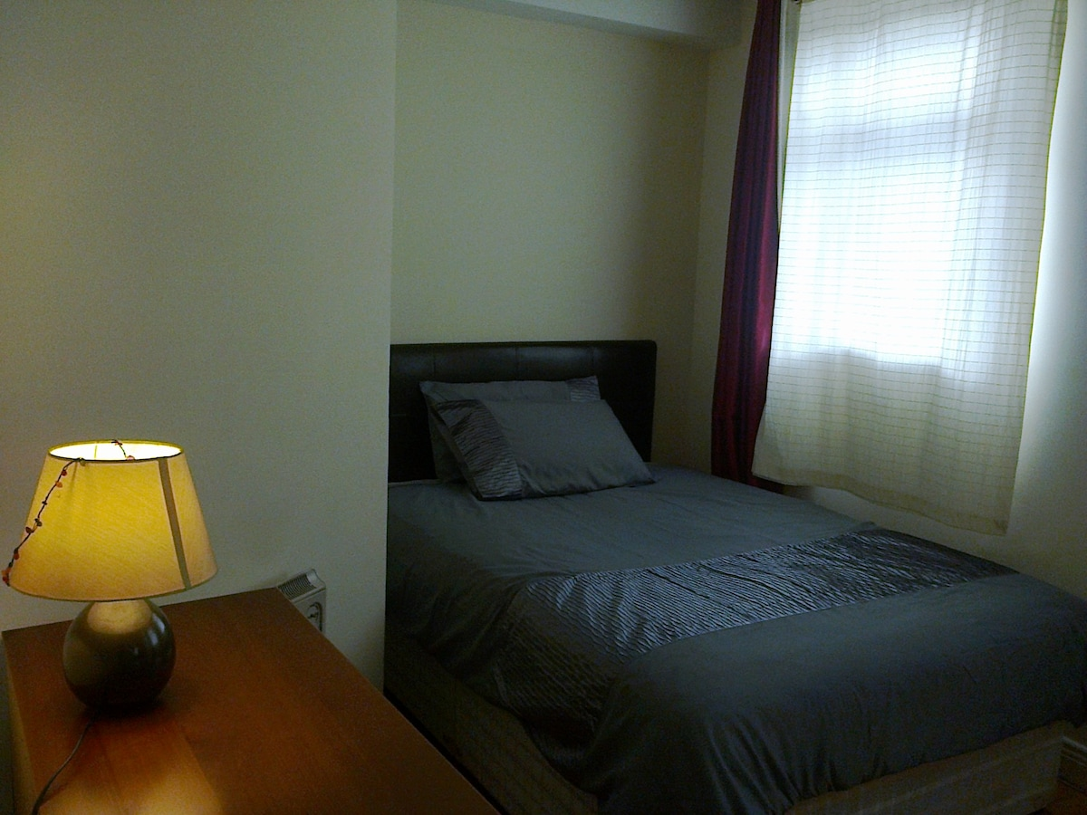 BRIGHT AND COSY ROOM IN CITY CENTRE