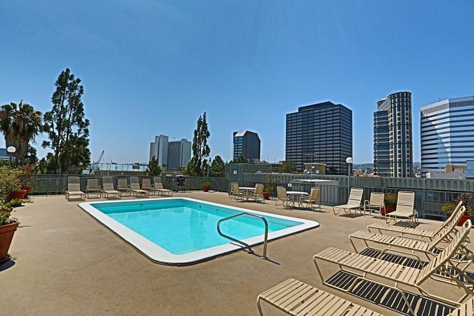 Apt btwn S. Monica & Beverly Hills