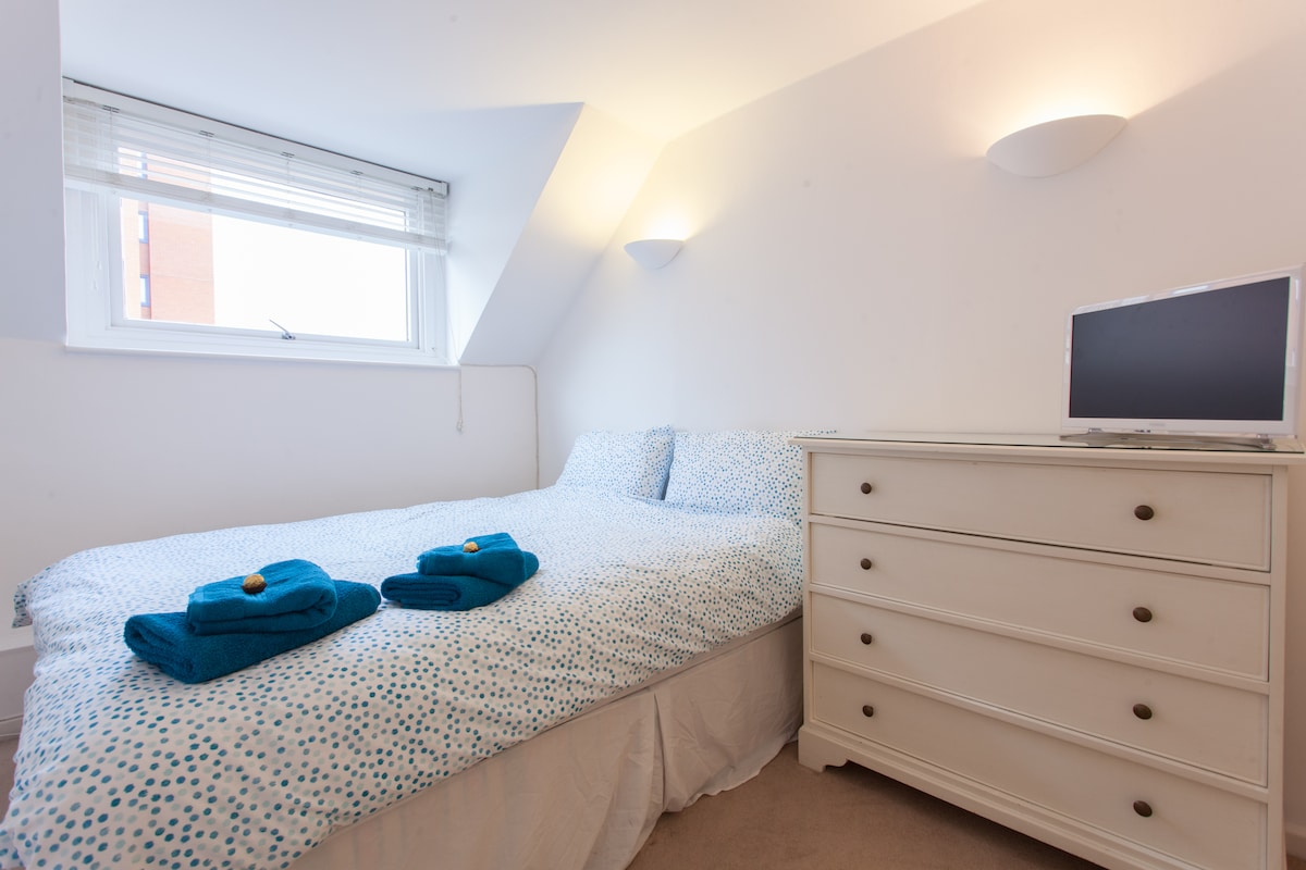 Double room & private bathroom!