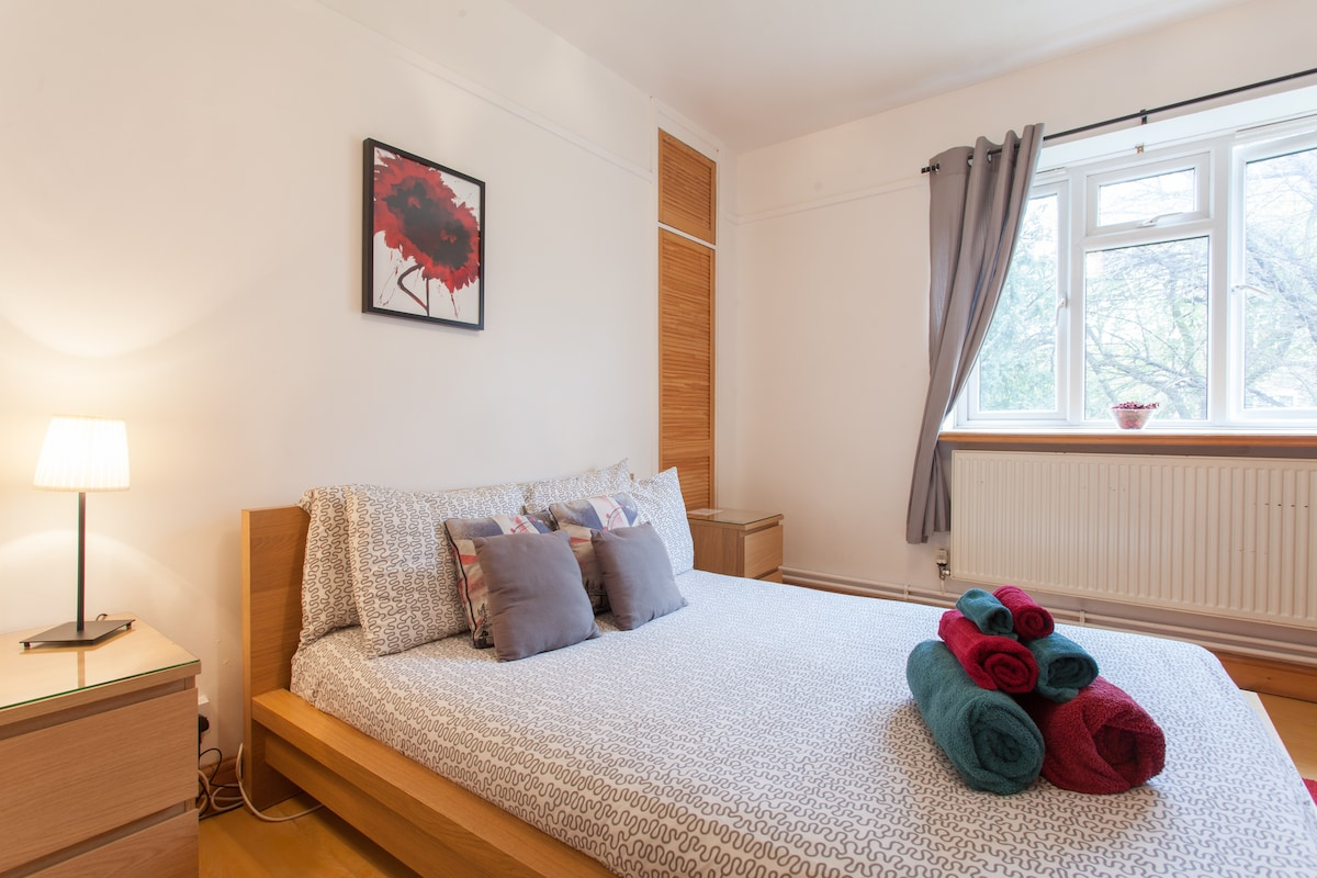 Spacious Room in Parsons Green (S1)