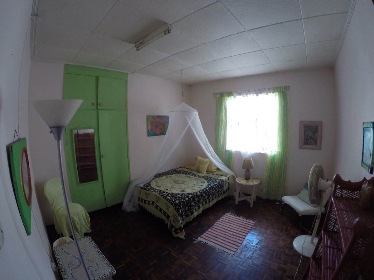 Comfy Room in friendly Guesthouse