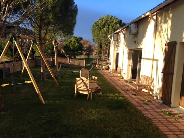 Studio1 jardin vue Pyrénées et Vins