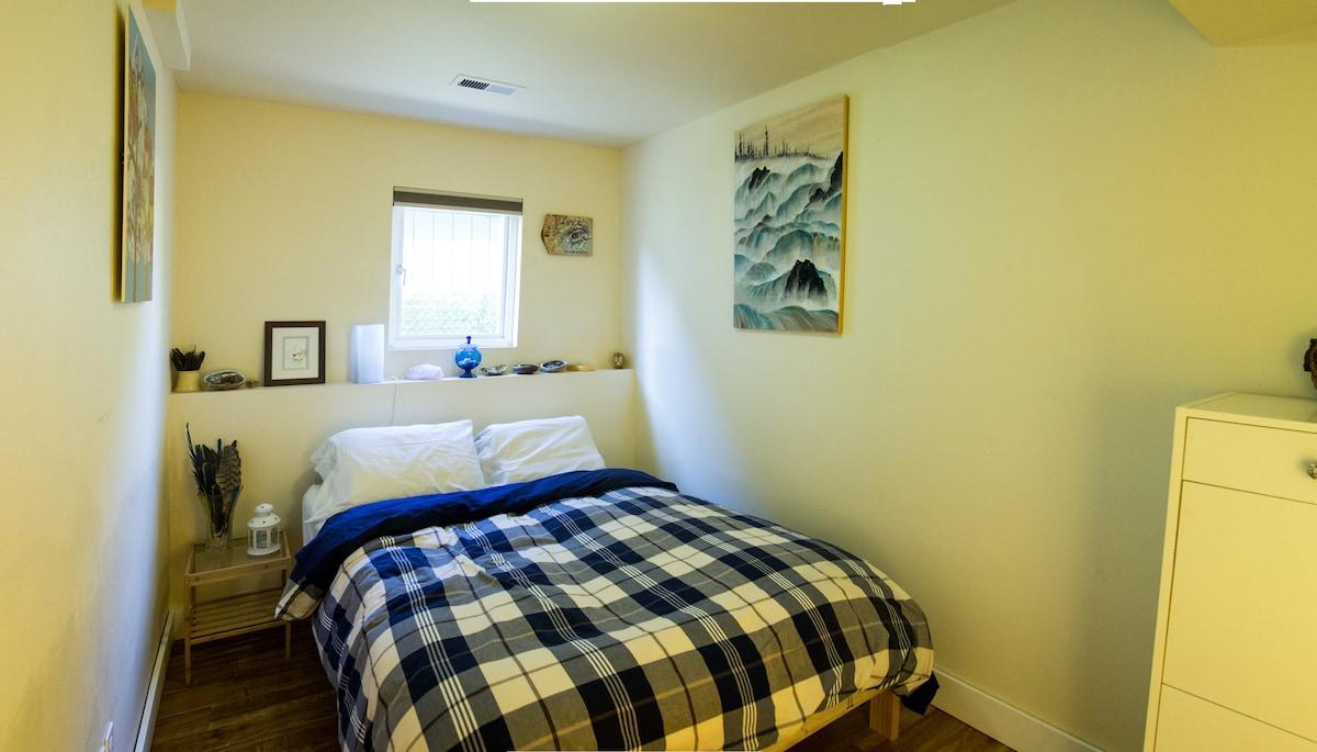 Little Cozy Room with Italian Host
