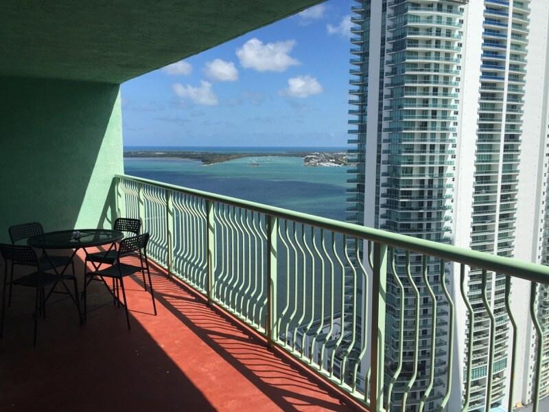 Beautiful 800 sq ft high rise