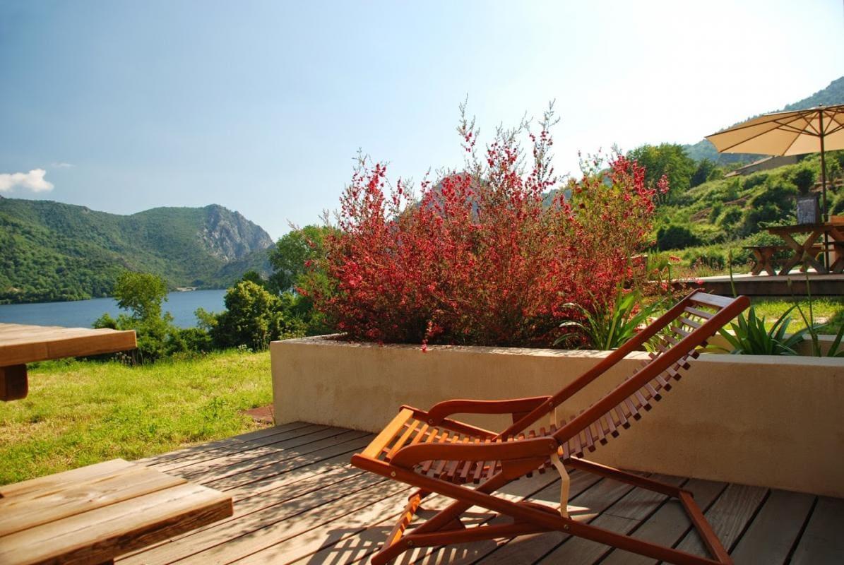 Gîte***vue lac,jardin méditerranéen