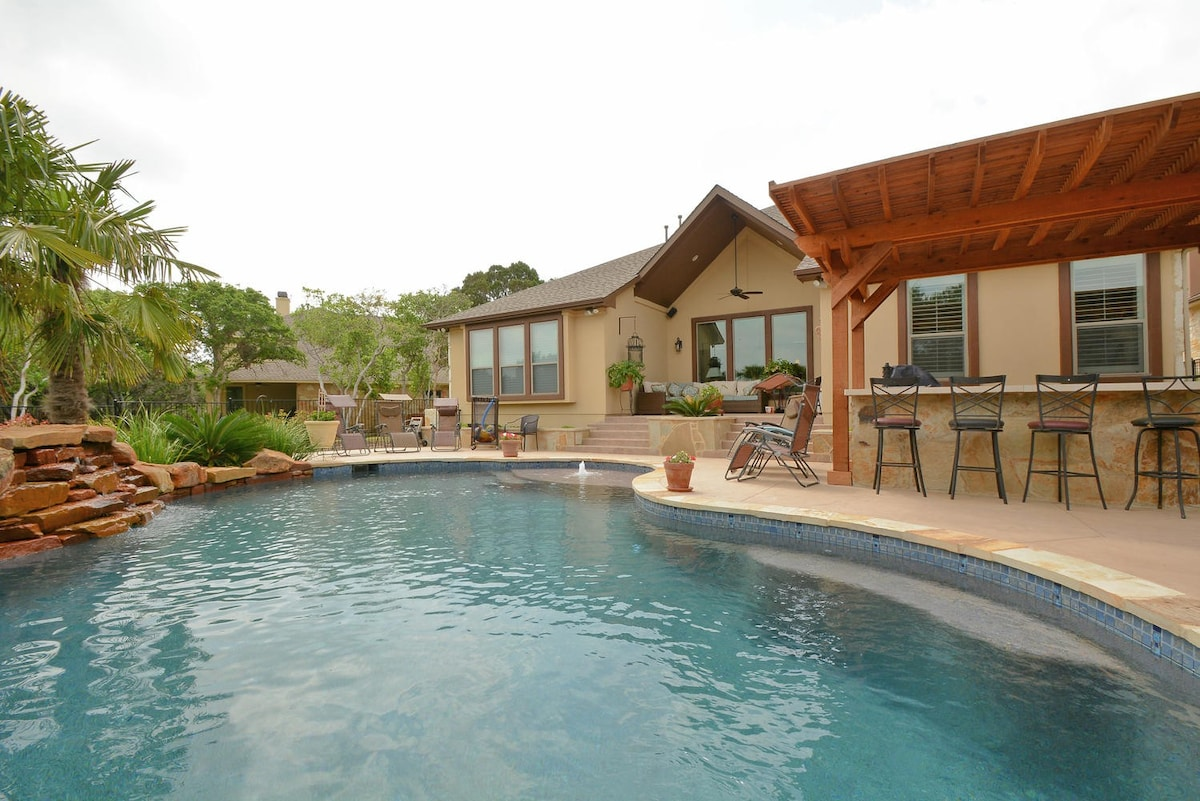 4BR Lakehouse w/ Pool, Lake Travis