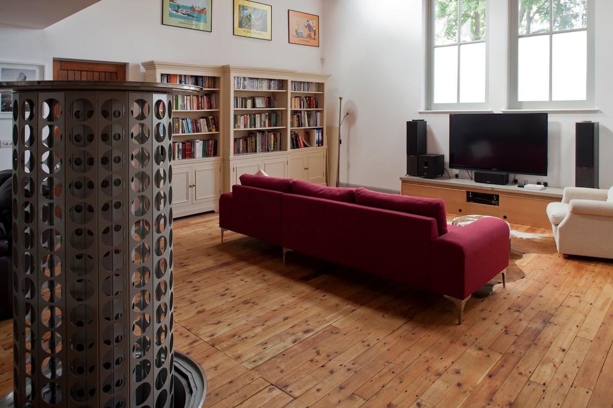 Lounge with Wine rack