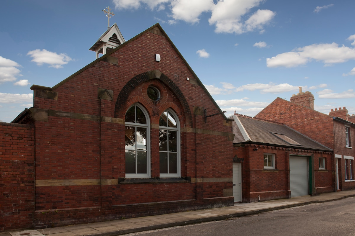 The first stone was laid in August 1900 making this now converted methodist chapel 112 years old!