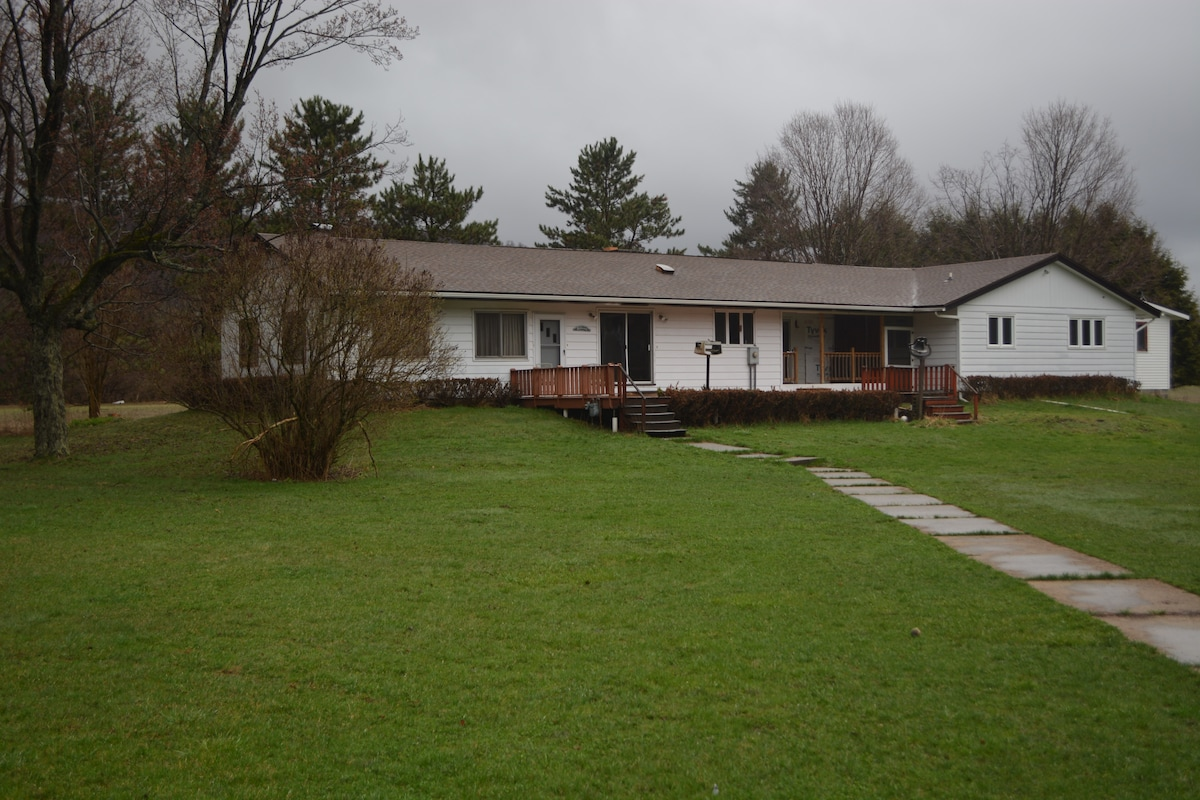 Large ranch on Allegany River +pond
