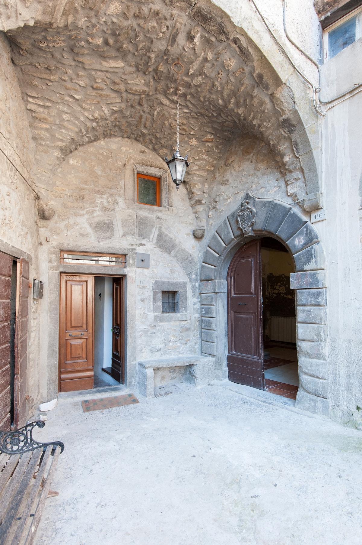 Un Palazzo Medievale di Campagna