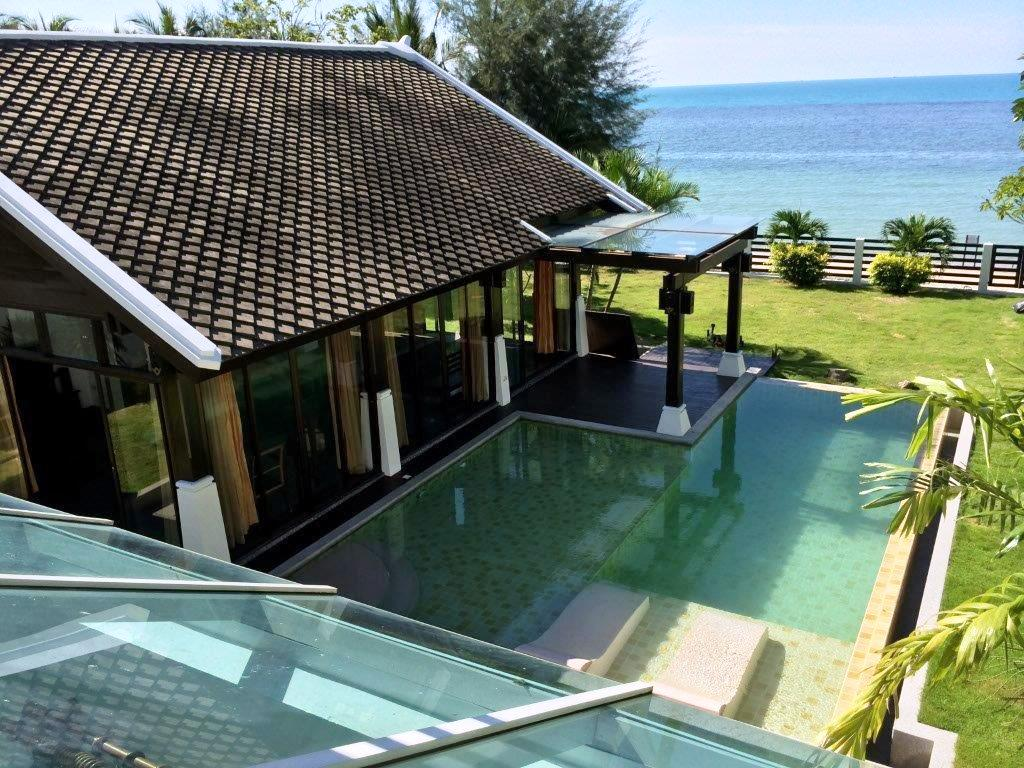 Emerald Sands Beach Villa with Pool