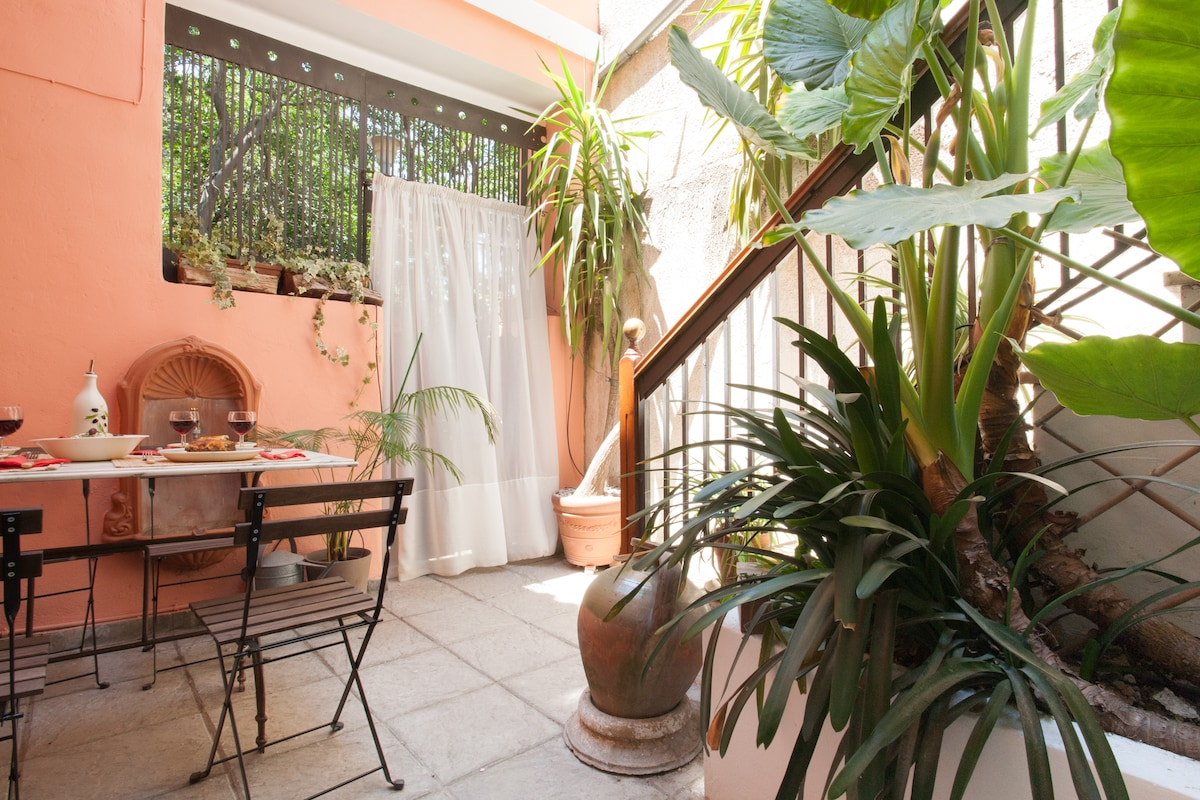 A unique feature of the property is its charming private courtyard at your disposal.