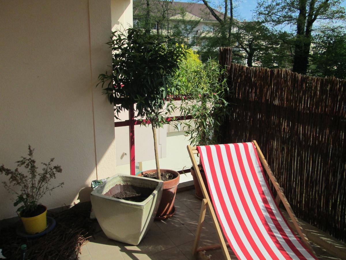 Cosy flat & terrace - Geneva border