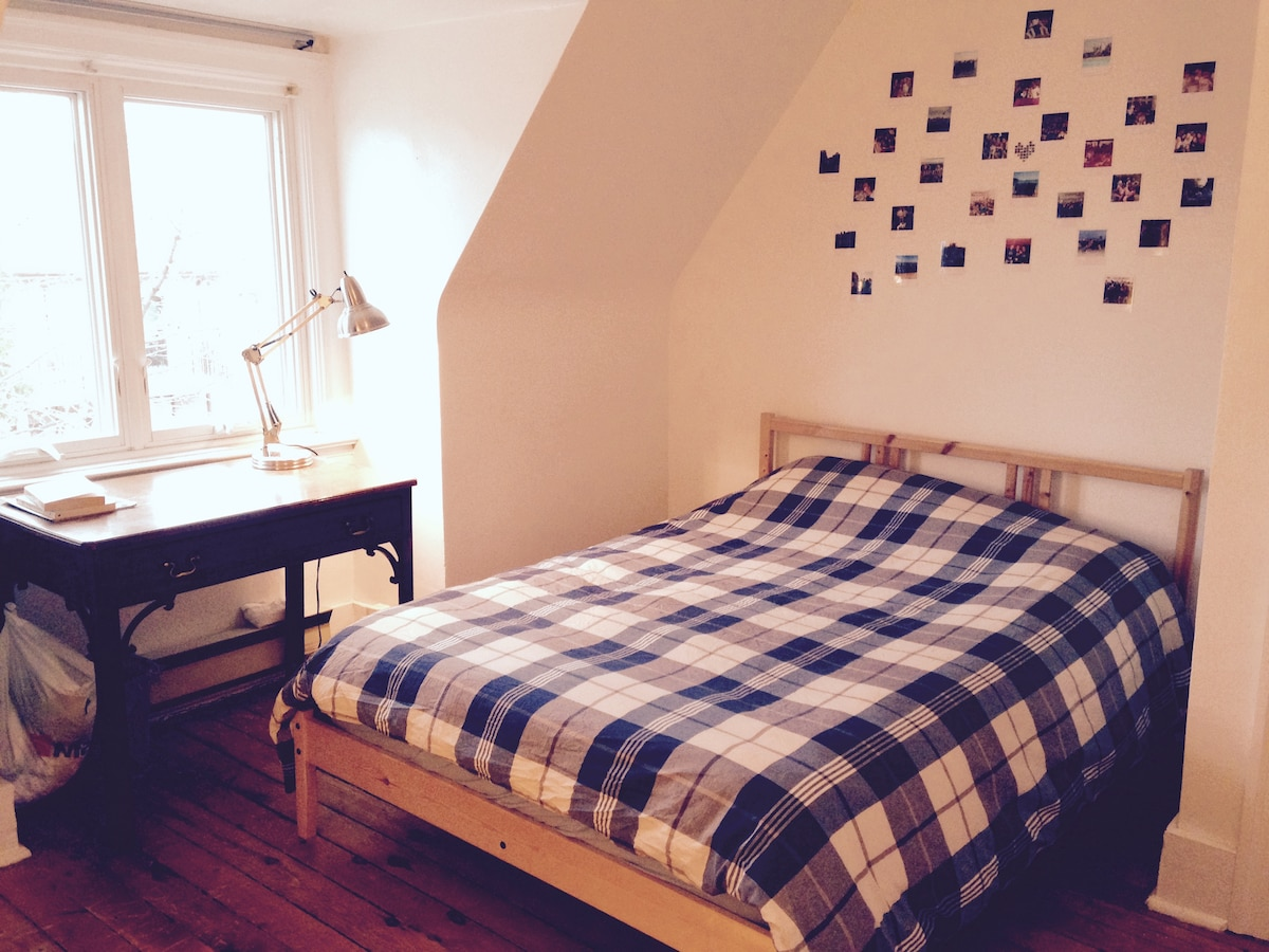 Cozy room -5 min to Subway+parking