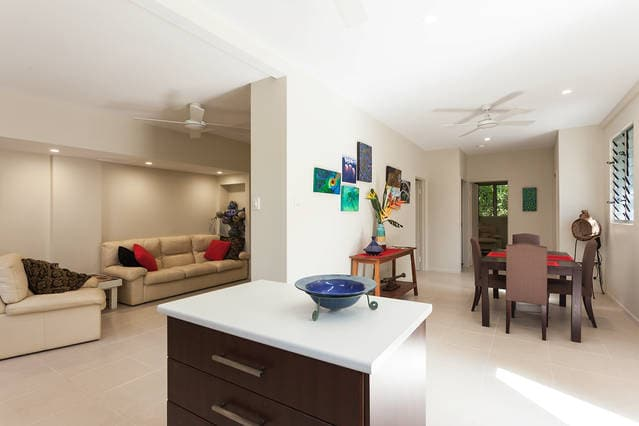 Cairns Top Spot with pool, sleeps 4