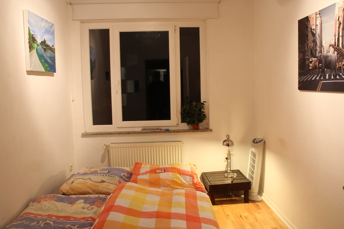 Nice comfy room :)       Inner city