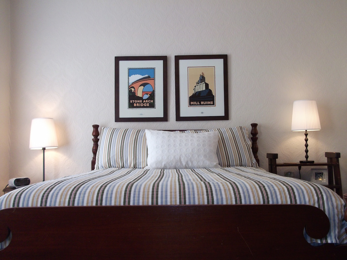 Make yourself at home - Private guest room with full bed