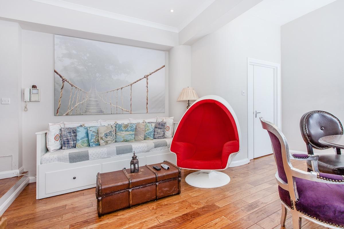 2 large double bedroom flat in Soho