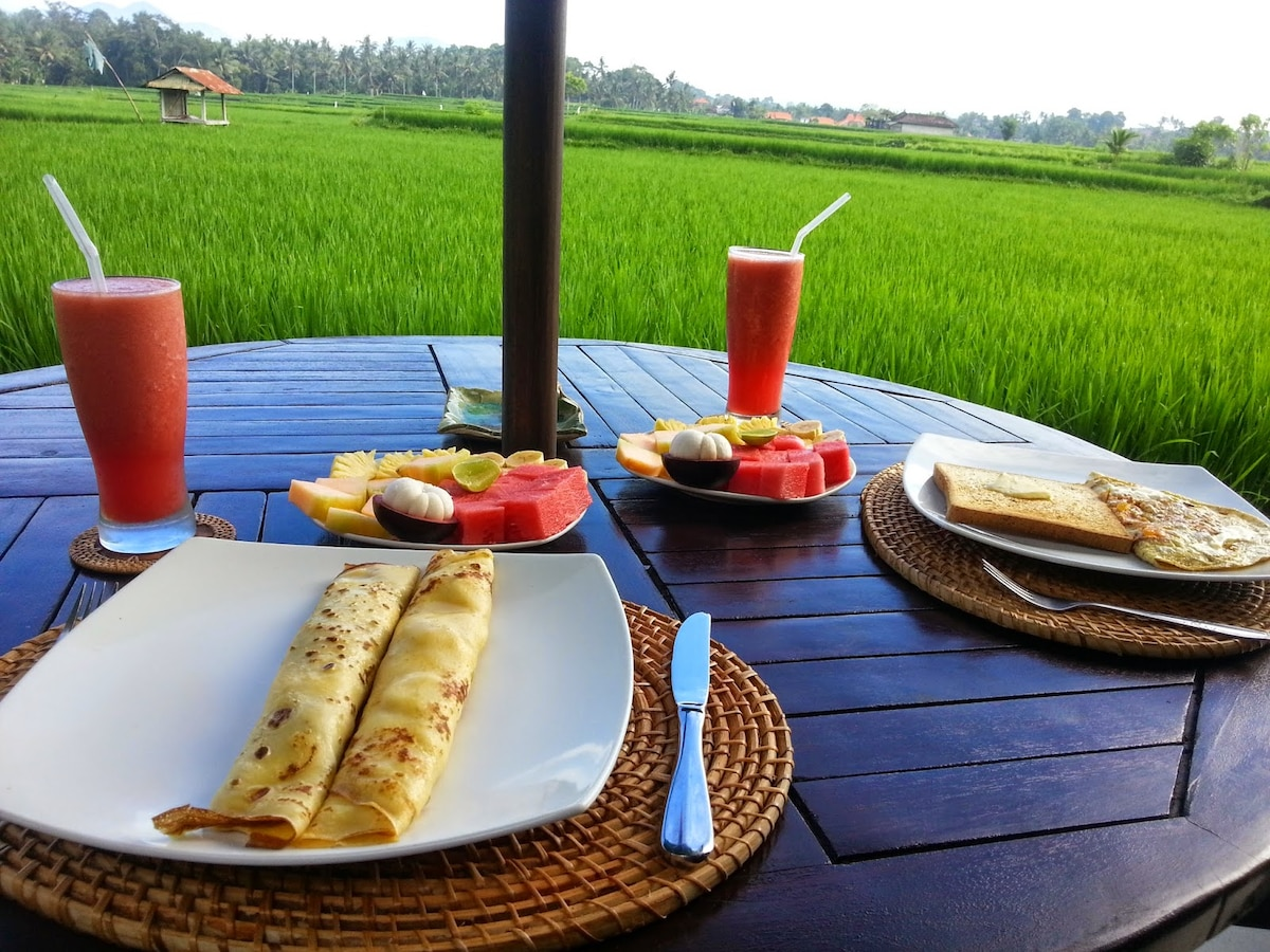 Enjoy delicious morning breakfasts - made to order