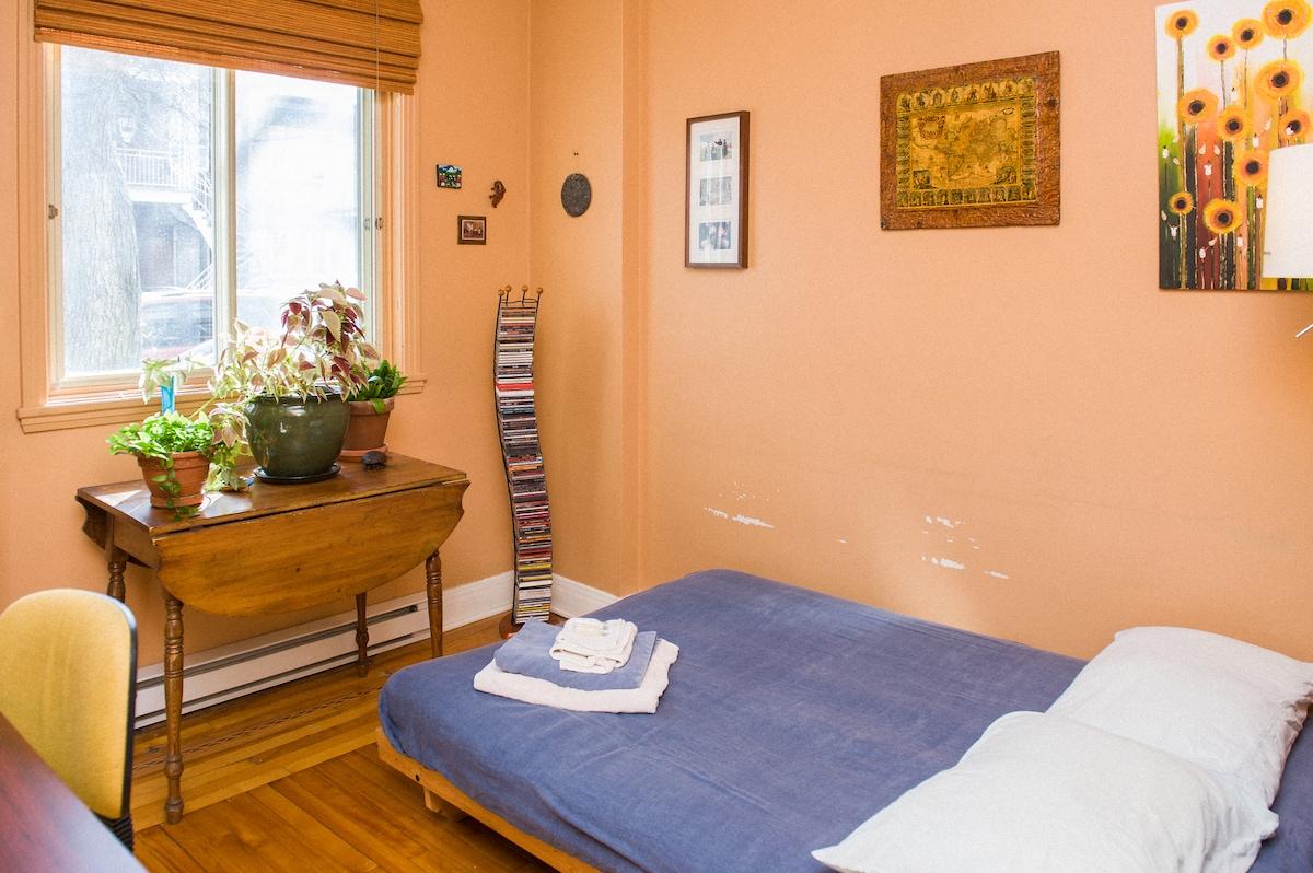 Welcoming guestroom in PetitePatrie