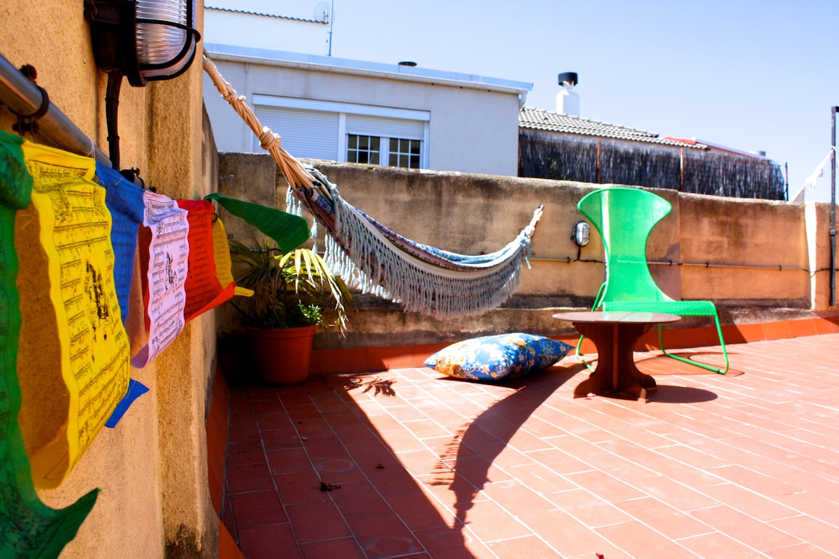 Sunny room with Terrace in Gracia!!
