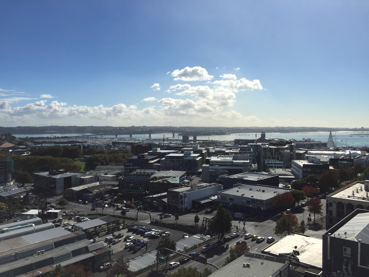 5 minute walk from Auckland's CBD