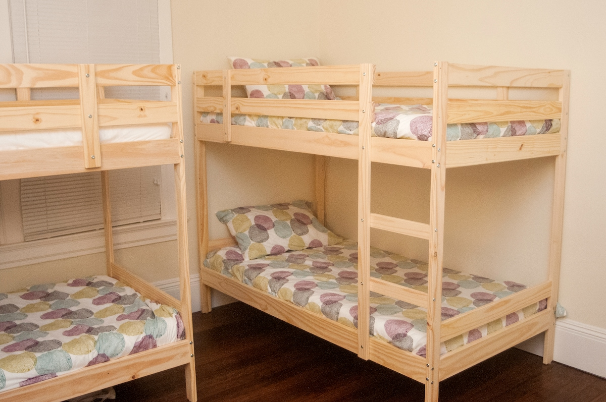 Bunk Bed Room in Modern Home 2 (PA)