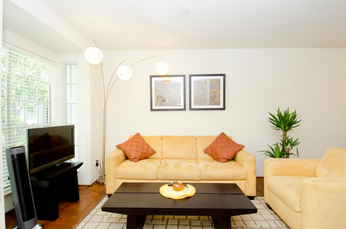 Fully furnished 2 br condo for 6 mo