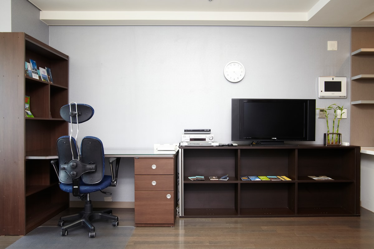 """Free, unlimited land and wireless internet. 32"""" HD TV with cable. Desk with glass top and high-end ergonomic chair."""