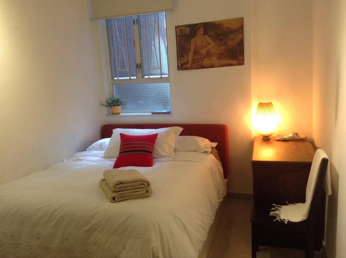 Spacious room with ensuite, Central