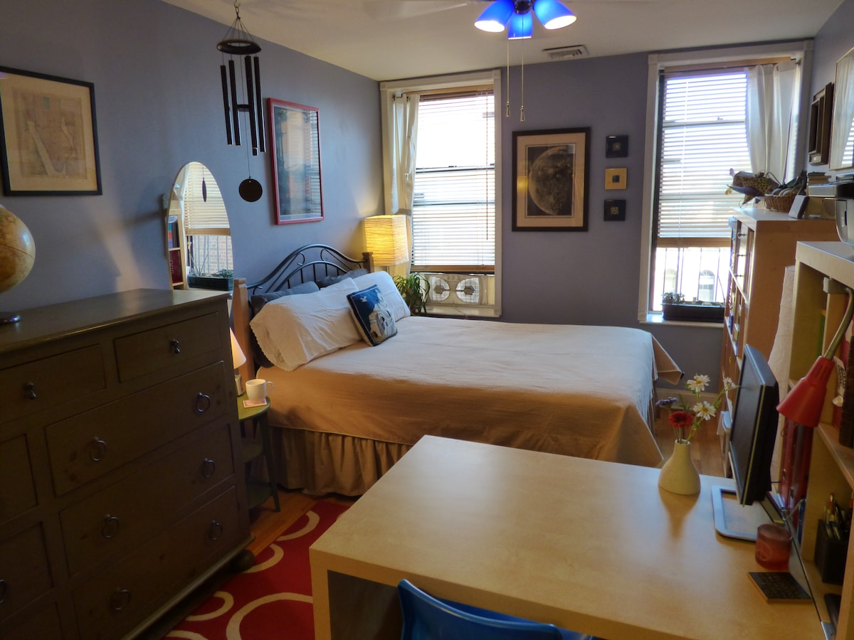 Comfy, convenient bedroom in Bklyn!