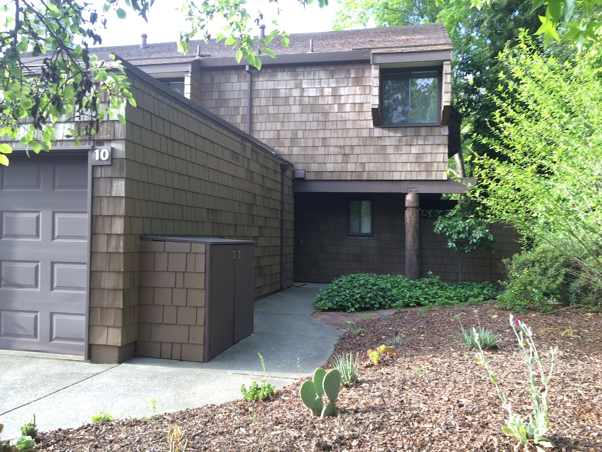 Town House with Pool Close to BART
