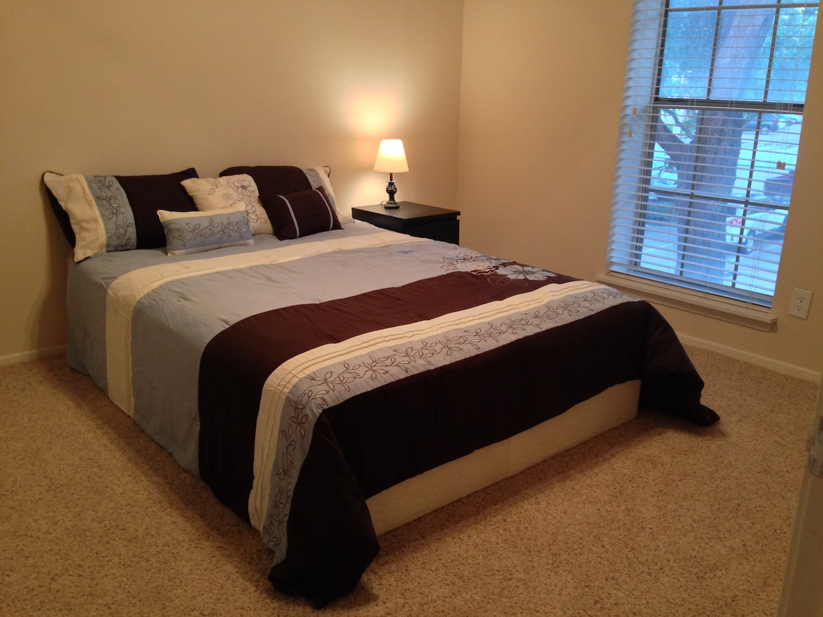 Large Master Bed near DFW airport