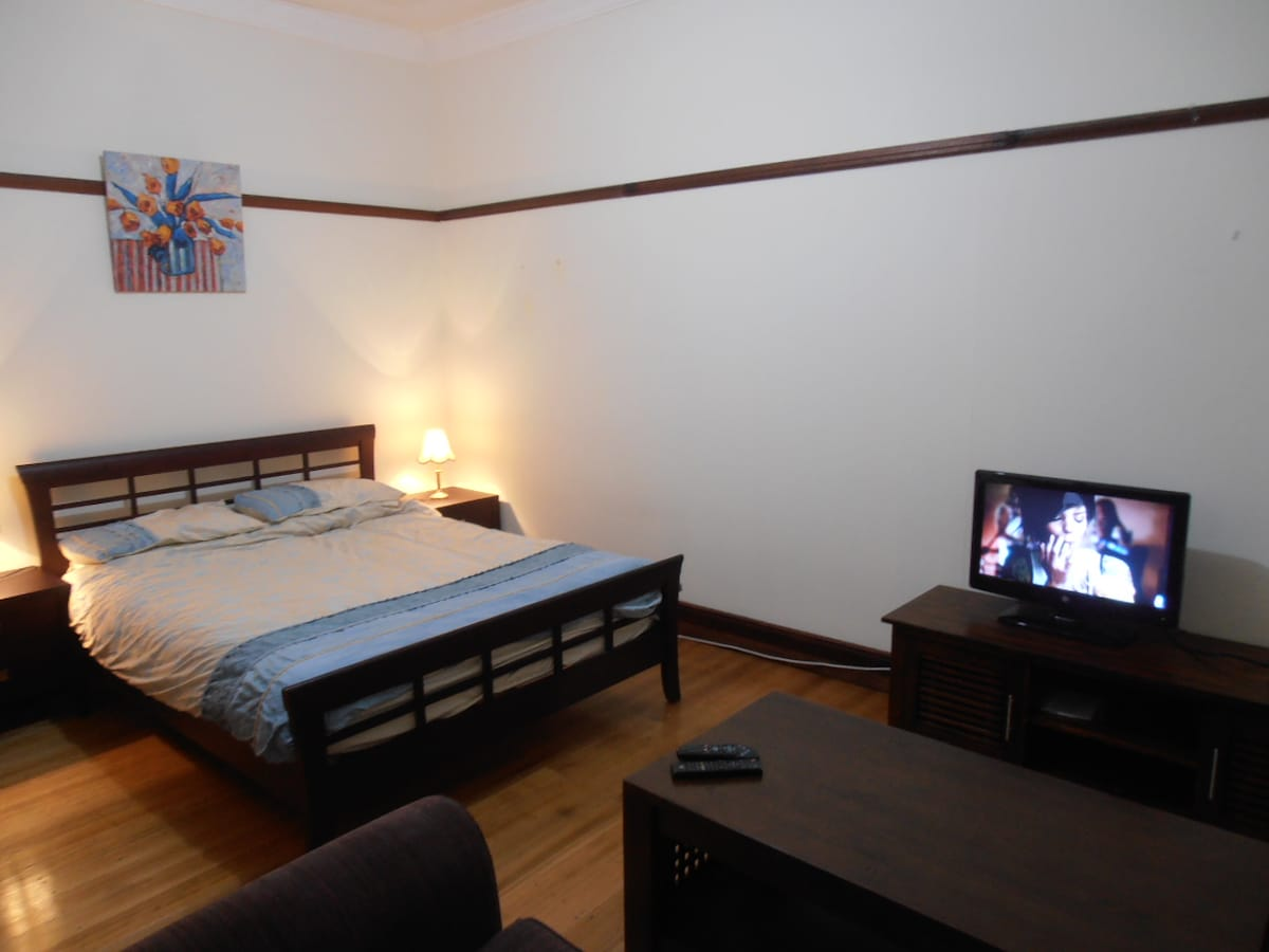 Spacious Private rm for you or coup