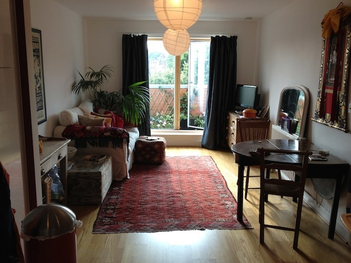 V quiet room in sunny flat