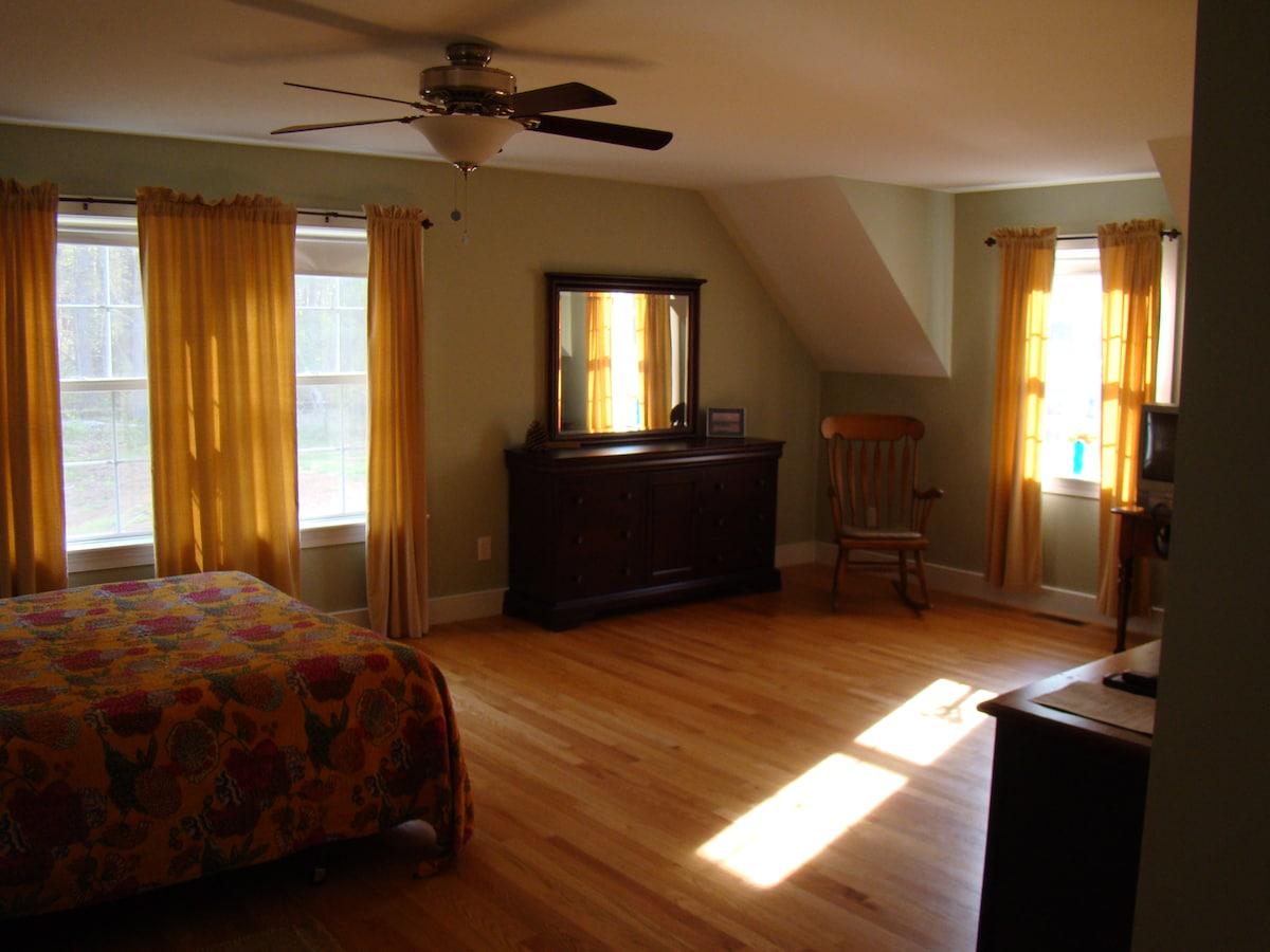 Spacious suite in quite setting