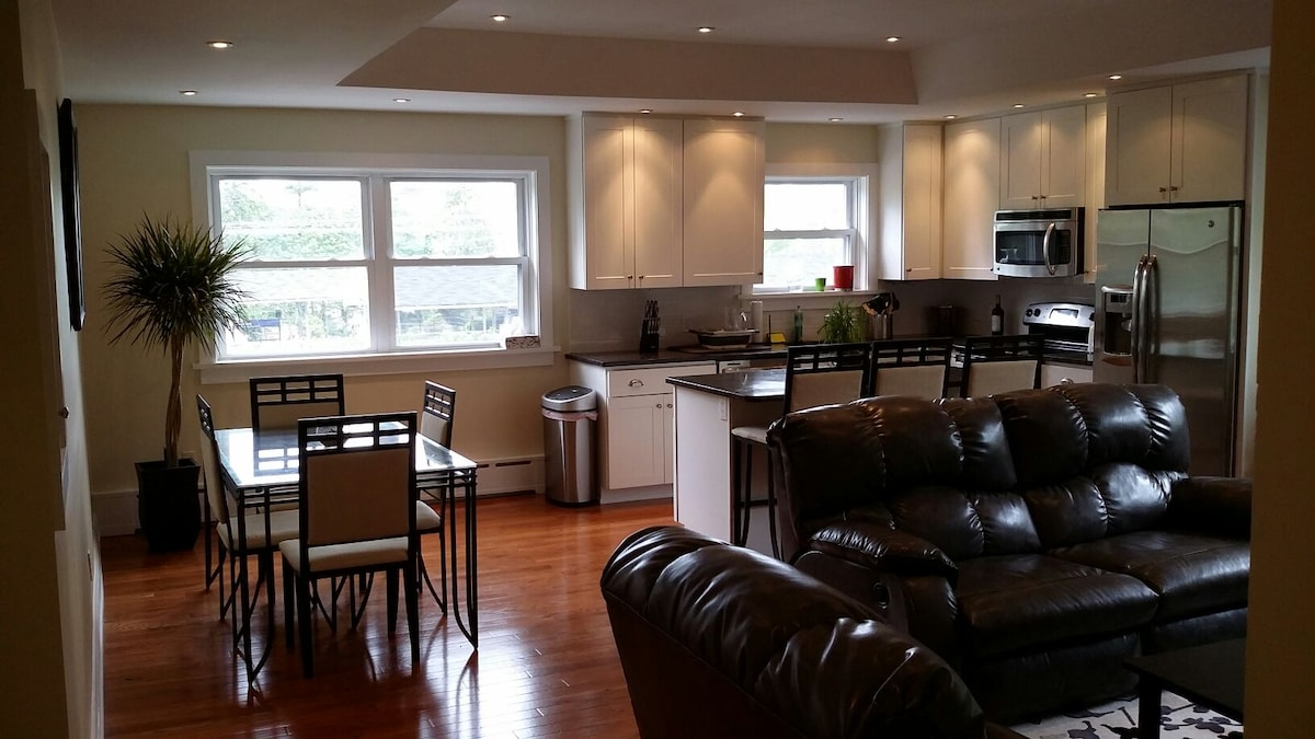 Modern, renovated 2BD with parking