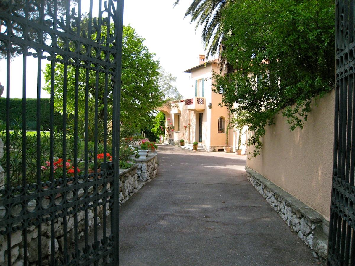 Belle villa de charme à Antibes