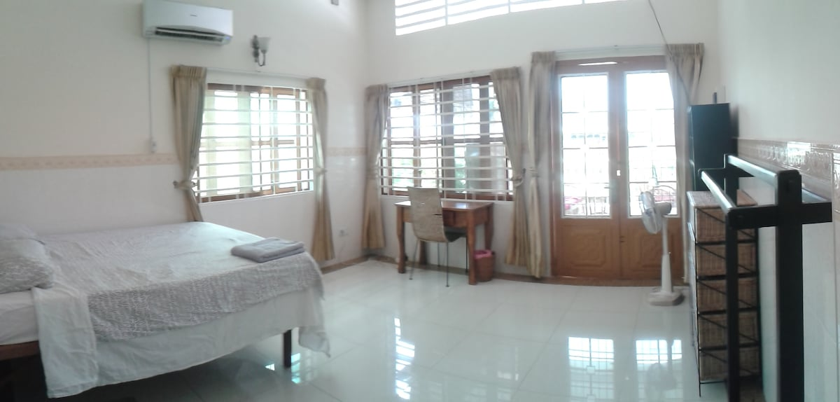 Top Floor Room, own shower+WC 3C