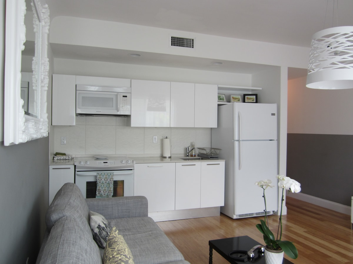 cozy1 bed in the center 1 bk lincol