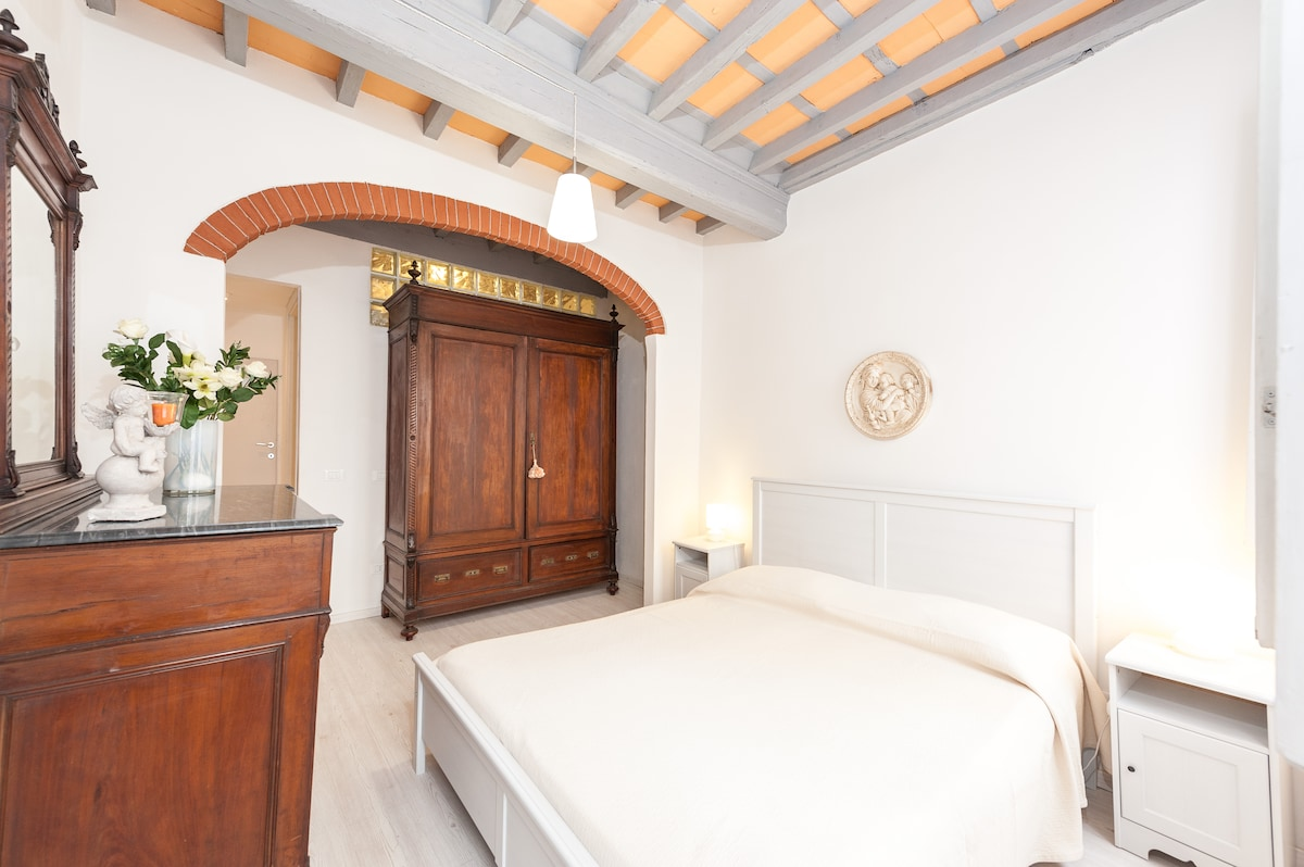 BEDROOM: ROMANTIC ATMOSPHERE, ATTENTION TO DETAILS, VERY BRIGHT