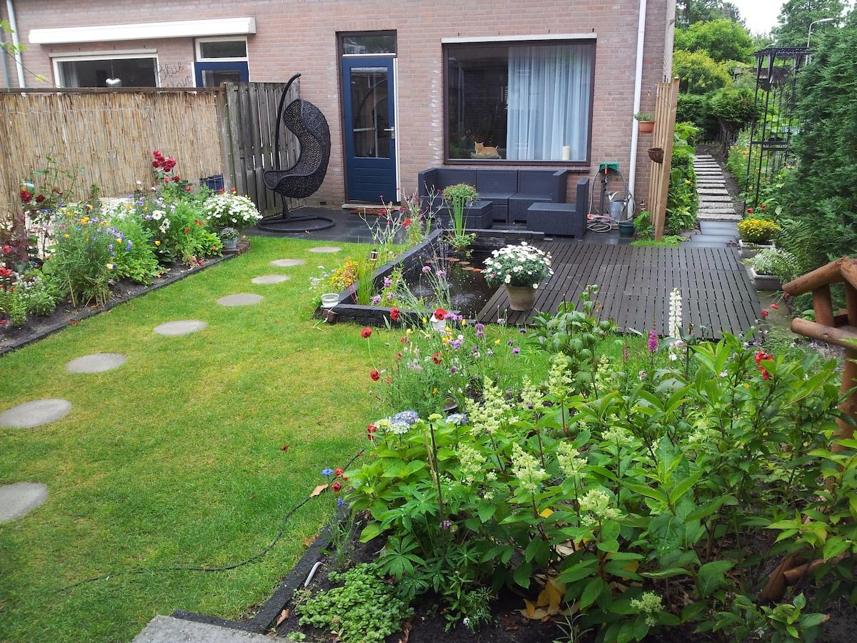 House w/ Garden,close the hague