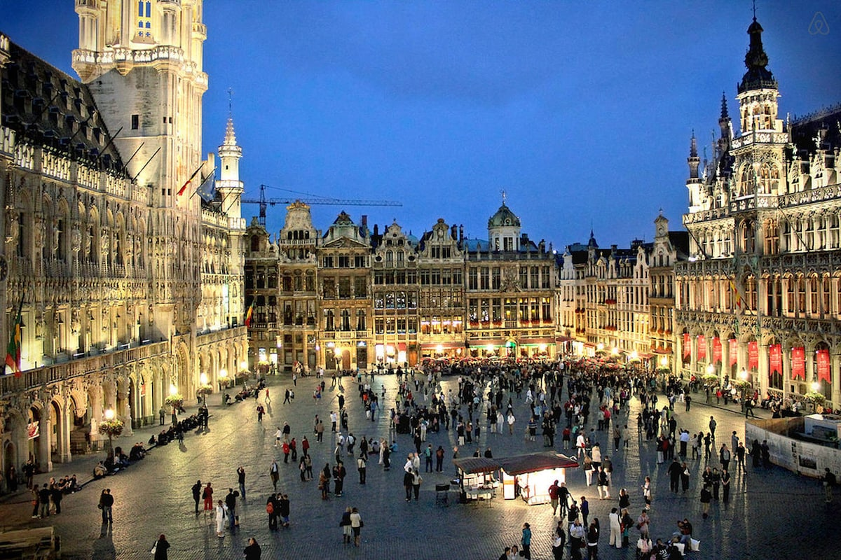 1 little nest next to Grand Place