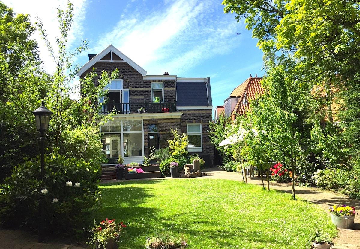 Marvellous villa close to A'dam