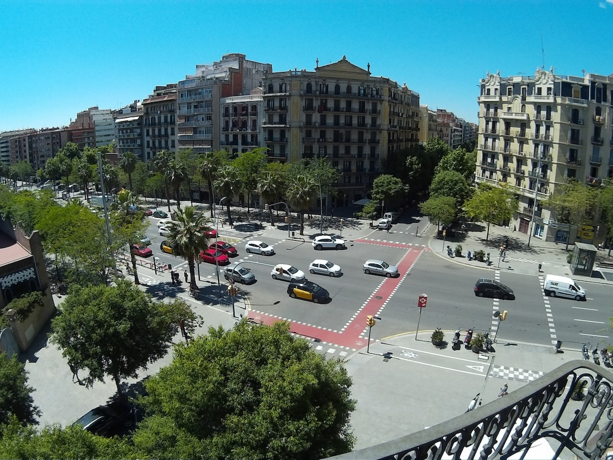 La Sagrada Familia - Best Location!