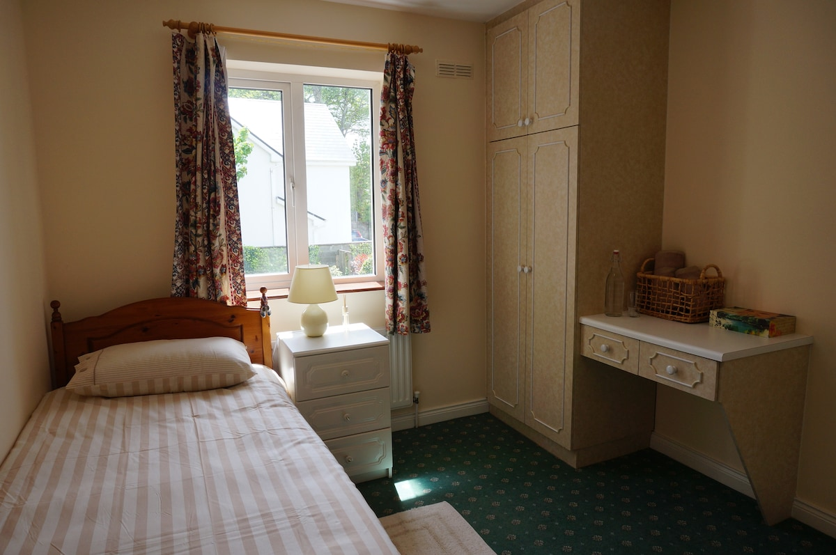 Cozy single room in Killarney!