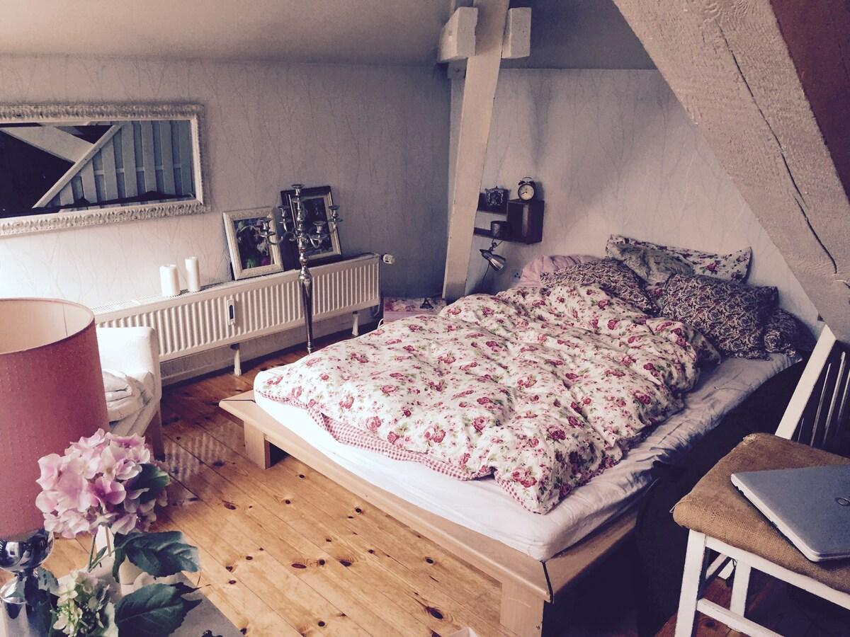 Zentrales kleines Loft mit Balkon